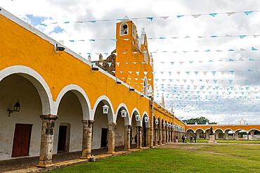 Convento de San Antonio, Izamal, the yellow city, Yucatan, Mexico, North America