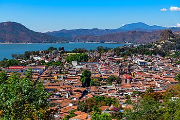 View over Valle de Bravo and Lake Avandaro, state of Mexico, Mexico, North America
