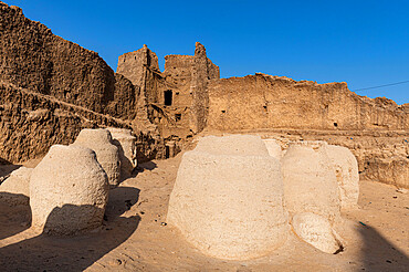 Giant storage pots in the old fort, Oasis Fachi, Tenere desert, Niger, West Africa, Africa
