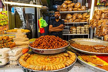 Man selling sweets, Kerbala, Iraq, Middle East - 1184-5743