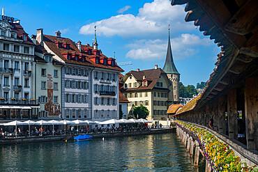 Kapellbrucke (Chapel Bridge), wooden footbridge, Lucerne, Switzerland, Europe