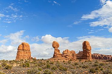 Balanced Rock, Arches National Park, Moab, Utah, United States of America, North America