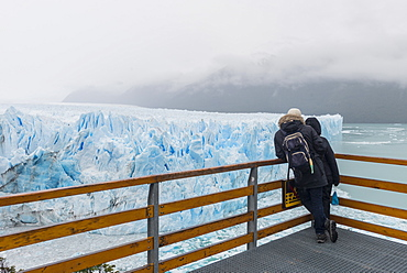 People at the Perito Moreno glacier viewing point, El Calafate, Santa Cruz, Argentina, South America