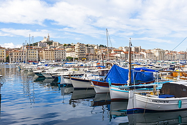 Old Port and Notre Dame, Marseille, Bouches du Rhone, Provence, Provence-Alpes-Cote d'Azur, France, Mediterranean, Europe