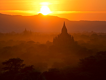 Sunset over the Buddhist temples of Bagan (Pagan), Myanmar (Burma), Asia