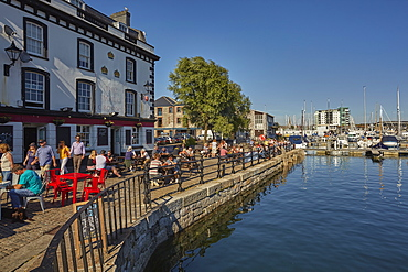 A harbourside pub beside Sutton Harbour in the Barbican, the historic and tourism heart of the city of Plymouth, Devon, England, United Kingdom, Europe