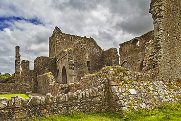 The ruins of Hore Abbey, near the ruins of the Rock of Cashel, Cashel, County Tipperary, Munster, Republic of Ireland, Europe