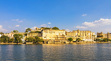 City Palace and Lake Pichola, Udaipur, Rajasthan, India, Asia