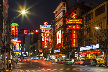 Yaowarat Road in Chinatown at night, Bangkok, Thailand, Southeast Asia, Asia