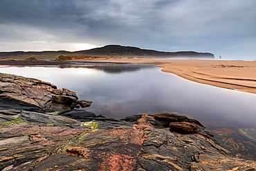 Rock formations at Sandwood Bay, with Am Buachaille sea stack in far distance, Sutherland, Scotland, United Kingdom, Europe