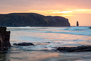 Am Buachaille sea stack at sunset, Sandwood Bay, Scotland, United Kingdom, Europe