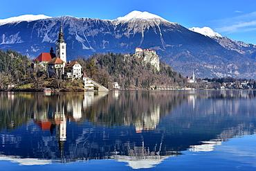 Lake Bled with Santa Maria Church (Church of Assumption), Gorenjska, Julian Alps, Slovenia, Europe