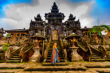 Woman at the Besakih Temple, the largest and holiest temple of Hindu religion in Bali, Indonesia, Southeast Asia, Asia