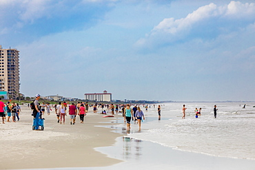 Crowds come to Jacksonville beach after it reopened during the Covid-19 Pandemic, Florida, United States of America, North America