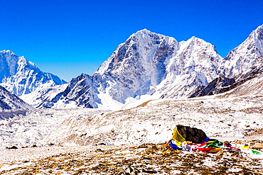Everest Peak with prayer flags, Himalayas, Nepal, Asia