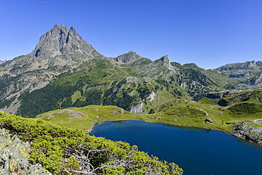 Lac du Miey and Pic Midi d'Ossau seen from the GR10 hiking trail in the French Pyrenees, Pyrenees Atlantiques, France, Europe