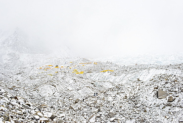 Everest Base Camp at the end of the Khumbu glacier lies at 5350m, Khumbu Region, Nepal, Himalayas, Asia