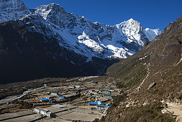 The little mountain village and monastery of Thame in the Khumbu (Everest) Region, Nepal, Himalayas, Asia