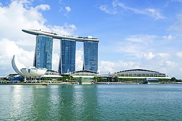 Marina Bay Sands hotel and lotus flower shaped ArtScience Museum, Marina Bay, Singapore, Southeast Asia, Asia