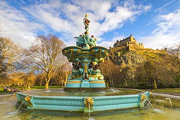 Ross Fountain and Edinburgh Castle, West Princes Street Gardens, Edinburgh, Lothian, Scotland, United Kingdom, Europe