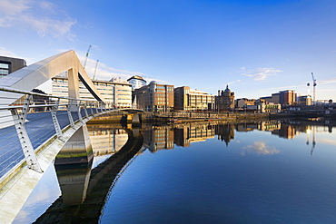 Tradeston (Squiggly) Bridge, International Financial Services District, River Clyde, Glasgow, Scotland, United Kingdom, Europe