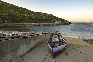 Poll An Mhadaidh, Arranmore Island, County Donegal, Ulster, Republic of Ireland, Europe