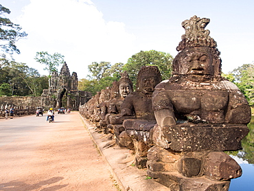 Bridge over the moat to Angkor Thom, Angkor Wat complex, UNESCO World Heritage Site, near Siem Reap, Cambodia, Indochina, Southeast Asia, Asia