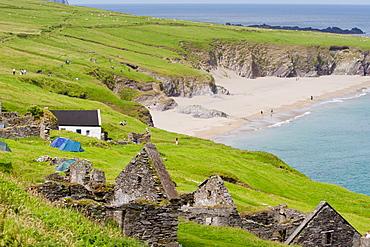 Ruined village and beach, Great Blasket Island, County Kerry, Munster, Republic of Ireland, Europe