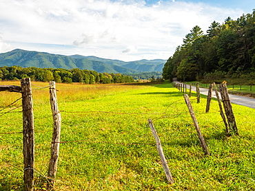 Cades Cove, Great Smoky Mountains National Park, Tennessee, United States of America, North America