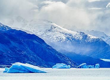 Icebergs on Lake Argentino, Los Glaciares National Park, UNESCO World Heritage Site, Santa Cruz Province, Patagonia, Argentina, South America