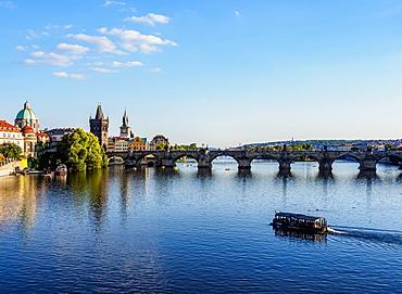 Charles Bridge and Vltava River, Prague, UNESCO World Heritage Site, Bohemia Region, Czech Republic, Europe