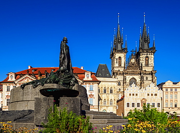 Jan Hus Monument and Church of Our Lady before Tyn, Old Town Square, Prague, UNESCO World Heritage Site, Bohemia Region, Czech Republic, Europe