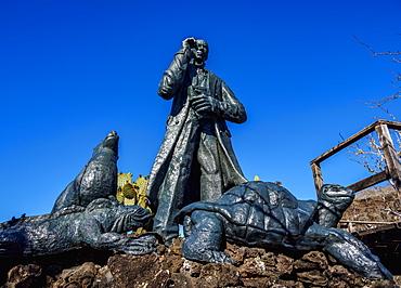 Charles Darwin statue, Cerro Tijeretas, San Cristobal (Chatham) Island, Galapagos, UNESCO World Heritage Site, Ecuador, South America