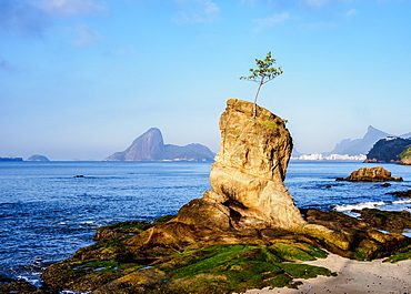 View over Icarai Rocks towards Sugarloaf Mountain, Niteroi, State of Rio de Janeiro, Brazil, South America