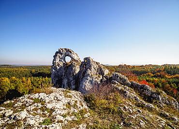 Okiennik Wielki (Window Rock), Piaseczno, Krakow-Czestochowa Upland (Polish Jurassic Highland), Silesian Voivodeship, Poland, Europe