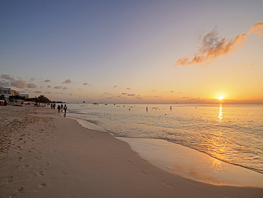 Seven Mile Beach at sunset, George Town, Grand Cayman, Cayman Islands, Caribbean, Central America