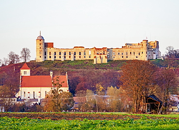View towards the Church of St. Stanislaus and St. Margaret and the castle, Janowiec, Lublin Voivodeship, Poland, Europe
