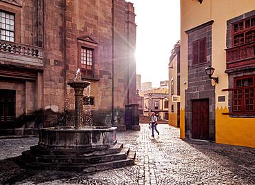 Fountain at Plaza del Pilar Nuevo, Las Palmas de Gran Canaria, Gran Canaria, Canary Islands, Spain
