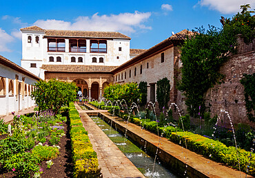 The Patio de la Acequia (Courtyard of the Canal), Generalife Palace, Alhambra, UNESCO World Heritage Site, Granada, Andalusia, Spain, Europe