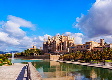 The Cathedral of Santa Maria of Palm or La Seu, Palma de Mallorca, Mallorca (Majorca), Balearic Islands, Spain, Mediterranean, Europe