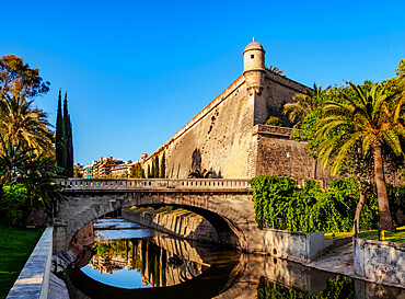 Pont de la Riera (bridge) and Bastio de Sant Pere (bastion), Es Baluard, Palma de Mallorca, Majorca, Balearic Islands, Spain, Mediterranean, Europe
