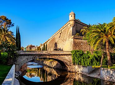 Pont de la Riera (bridge) and Bastio de Sant Pere (bastion), Es Baluard, Palma de Mallorca, Majorca, Balearic Islands, Spain, Mediterranean, Europe - 1245-2251