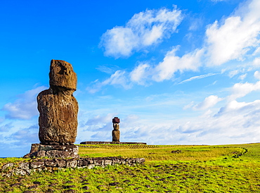 Moais in Tahai Archaeological Complex, Rapa Nui National Park, UNESCO World Heritage Site, Easter Island, Chile, South America