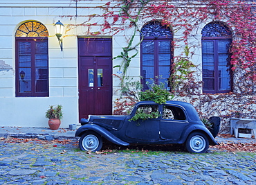 Vintage car on the cobblestone lane of the historic quarter, Colonia del Sacramento, Colonia Department, Uruguay, South America