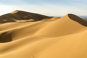 Khongor sand dunes in Gobi Gurvan Saikhan National Park, Sevrei district, South Gobi province, Mongolia, Central Asia, Asia