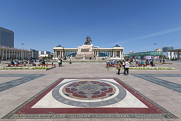 Tourists in Sukhbaatar square with Damdin Sukhbaatar statue, Ulan Bator, Mongolia, Central Asia, Asia