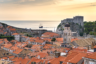 View of the old town at sunset, with Franciscan Monastery and Fort Lovrijenac, Dubrovnik, UNESCO World Heritage Site, Dubrovnik-Neretva county, Croatia, Europe