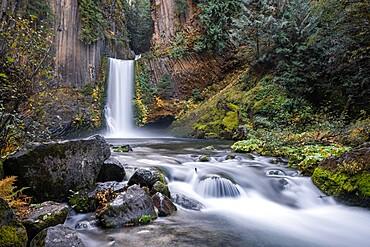 Toketee Falls in autumn, Douglas county, Oregon, United States of America, North America