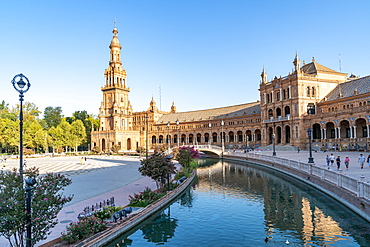 The Plaza de Espana on a sunny morning, Parque de Maria Luisa, Seville, Andalusia, Spain, Europe