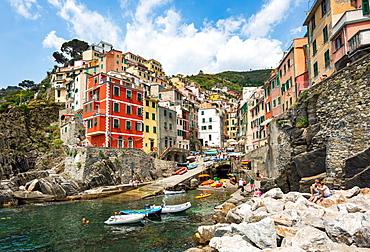 The colourful buildings and boats in Riomaggiore harbour, Cinque Terre, UNESCO World Heritage Site, Liguria, Italy, Europe